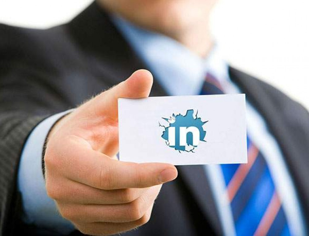 Why Businesses Should Use LinkedIn